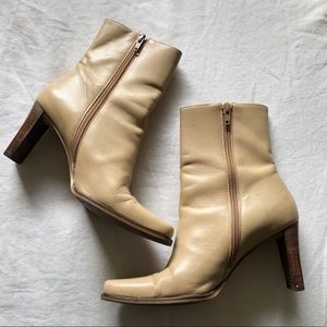 Square Toe Heeled Retro Vintage Boots Size 7
